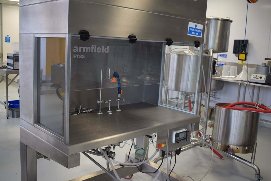 Sterile filling machine