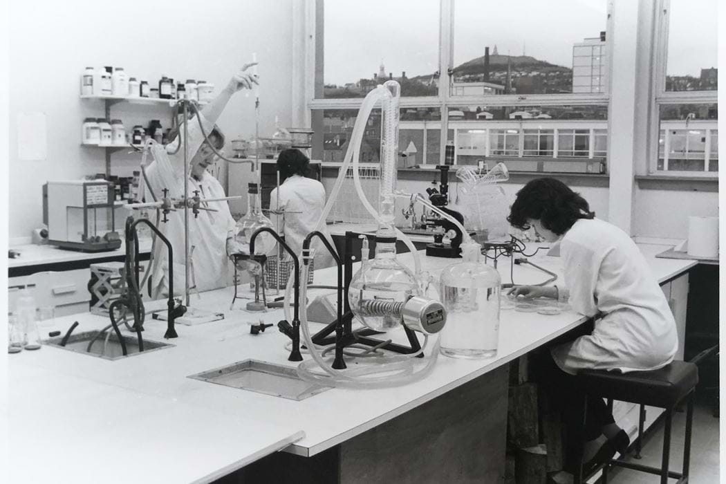 Women in the Lab c1985 - Abertay University Archive