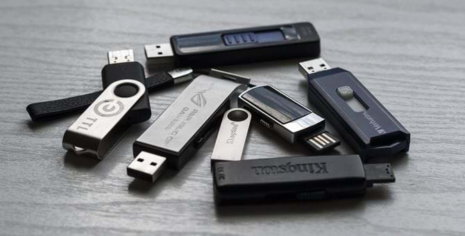 A pile of USB drives
